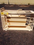 SHEEP CRATES AND WEIGHING
